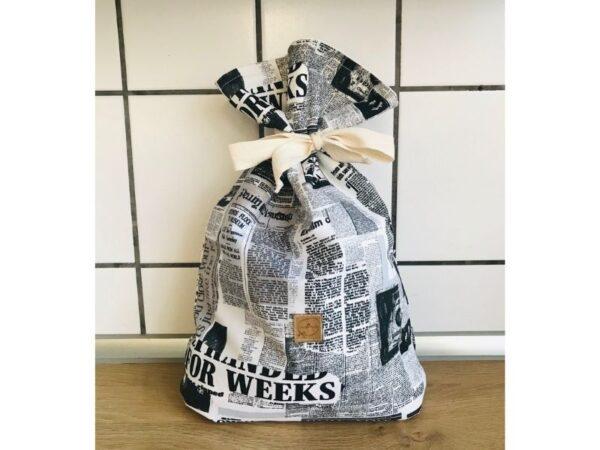 kenyeres zsák újságmintás