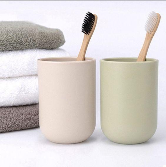 Bambusz fogkefe a hulladékmentes fürdőszobába